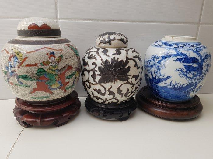 Large ginger jars (3) - Porcelain - Birds / Nanking / Nanking Black Lotus - 2 Chinese grote gemberpotten- Nanking Black Lotus- Vogel 19e eeuw - China - Late 19th century