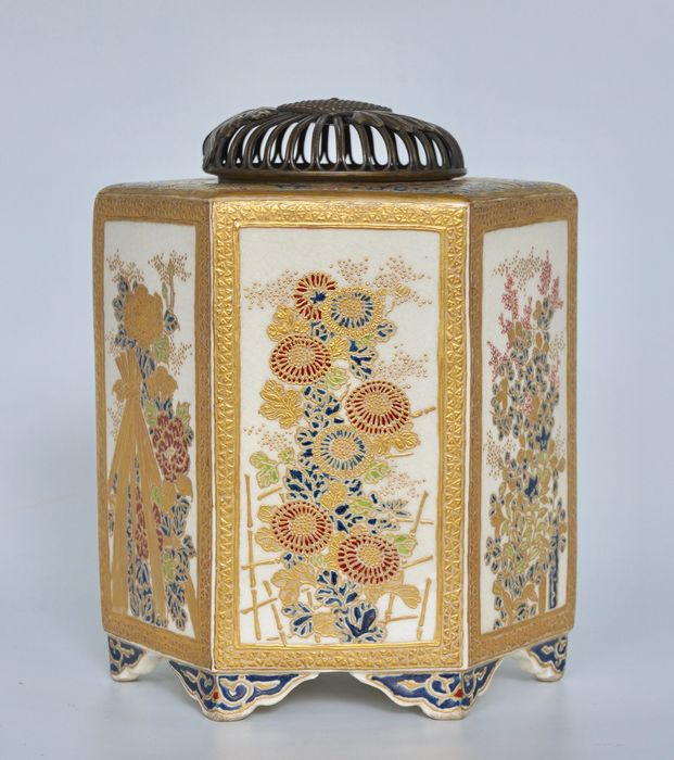 A Fine and Rare Hexagonal Satsuma Incense Burner with Flowers - Porcelain - Marked 'Satsuma Meigadō' 薩摩明雅堂 beneath Shimazu family crest - Japan - Meiji period (1868-1912)