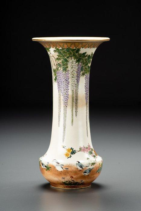 Vase - Satsuma - Gilt, Gold, Pottery - Elegante e raffinato - Scena naturalistica - Glicine in fioritura - Firmato Kinkozan Sobei - Japan - Meiji period (1868-1912)