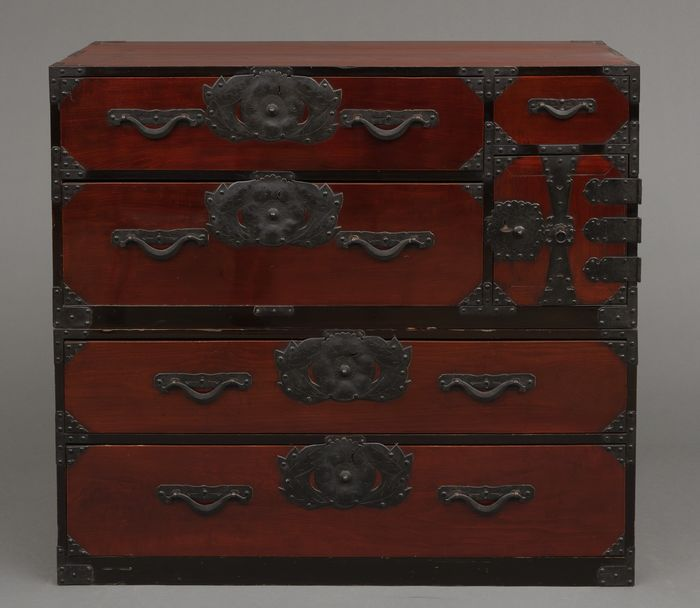 Yonezawa chest - Wood - Fully restored, original and functional dark red lacquered isho-dansu (cabinet of drawers) - Japan - Meiji period (1868-1912)