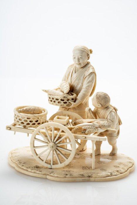 Okimono - Elephant ivory - Raro e grande - Venditore di rape con carrettino e bambino - Firmato Munesada 宗定 - Japan - Meiji period (1868-1912)