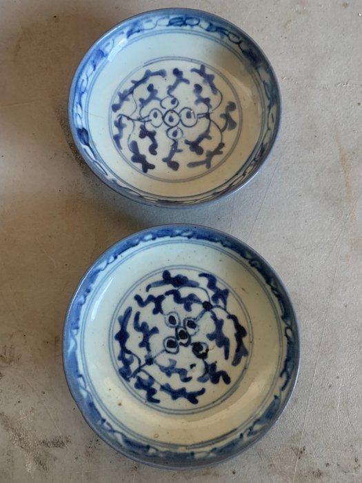 Bowl (2) - Porcelain - China - Qing Dynasty (1644-1911)
