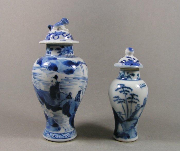 Baluster vase (2) - Blue and white - Porcelain - Philosopher - Two blue and white decorated lidded baluster-shaped vases - China - 19th century
