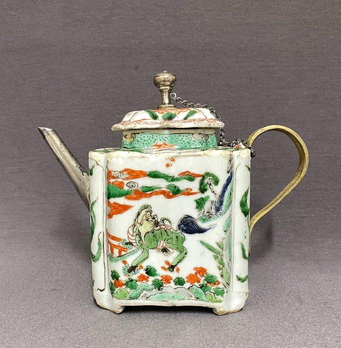 Teapot - Famille verte - Porcelain - Chinese - Kylin and mythological creature - China - Kangxi (1662-1722)