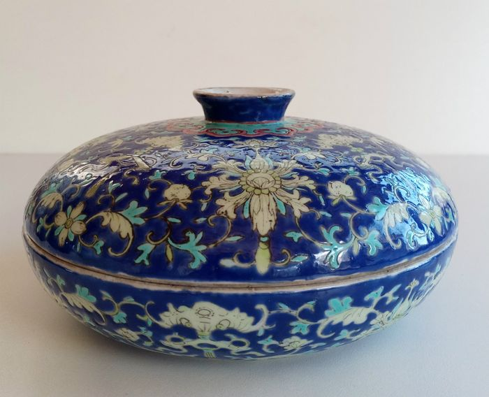 Sweet meat box (1) - bats, flowers - Porcelain - China - Guangxu (1875-1908)
