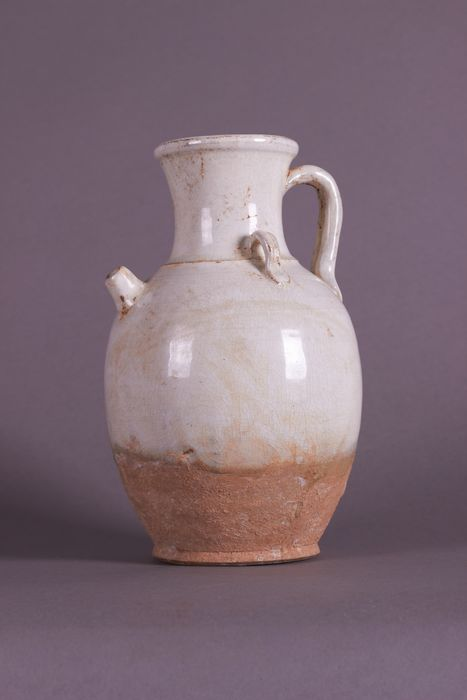 Ewer - Earthenware - A WHITE GLAZED TANG EWER - China - Tang Dynasty (618-907)
