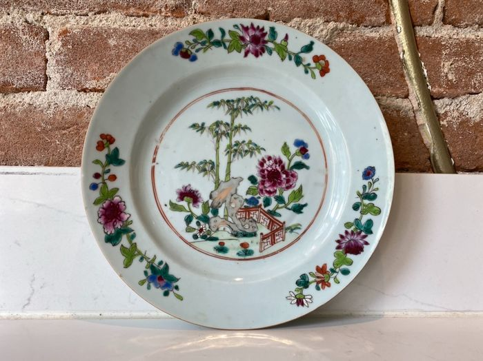 Dish with Asian landscape in Famille Rose decor - Porcelain - China - Qianlong (1736-1795)