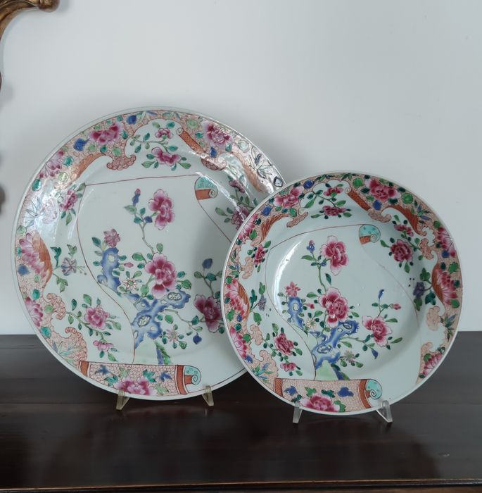 2 deep plates and piano famille rose company of the indies - Porcelain - China - Qianlong (1736-1795)