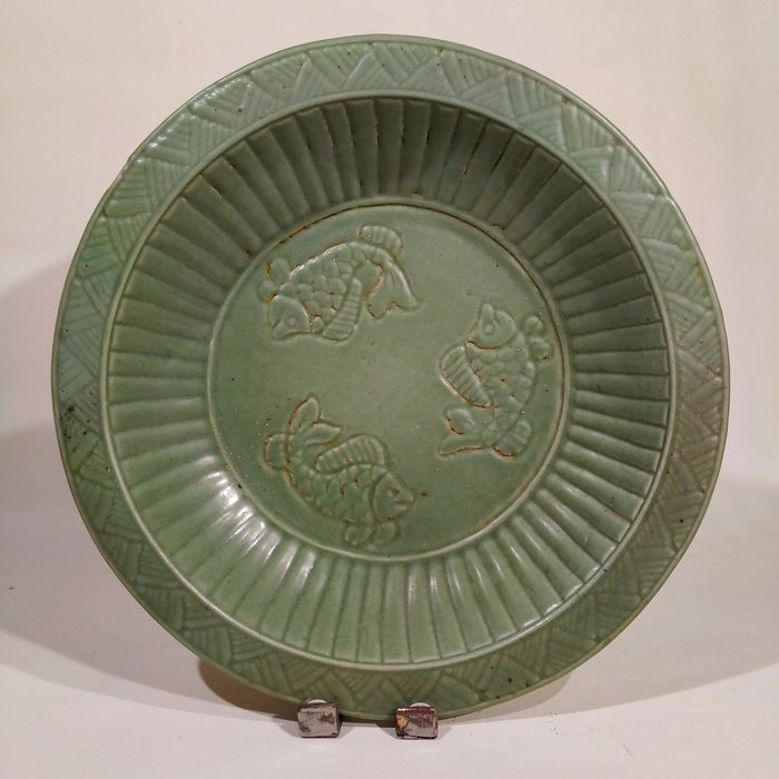 Charger - Celadon, Longquan - Porcelain - Fish - LARGE LONGQUAN CHARGER - China - Ming Dynasty (1368-1644)