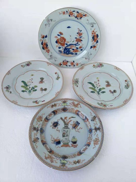 Plates (4) - Famille rose - Porcelain - Flowers, literate objects - China - 18th century