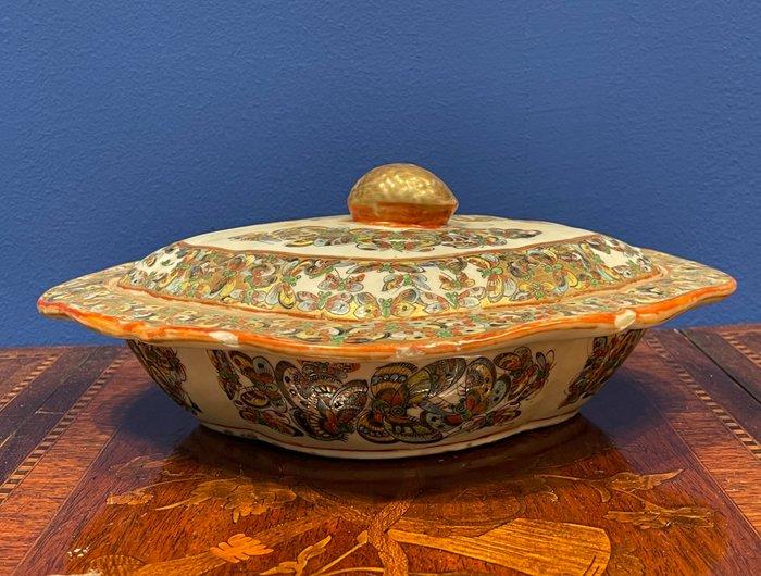 Tureen (1) - Canton, Famille rose - Porcelain - vegtable tureen - China - 19th century