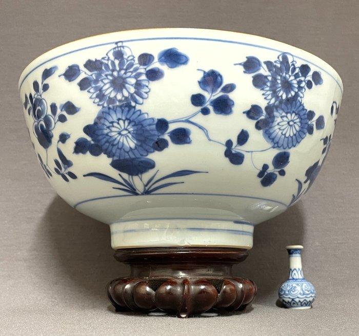 Bowl - Porcelain - Chinese - Chrysanthemum and peonies - China - Kangxi (1662-1722)