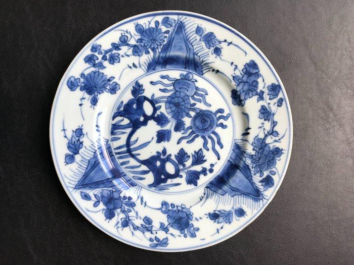 Plate (1) - Porcelain - Flowers - China - Kangxi (1662-1722)