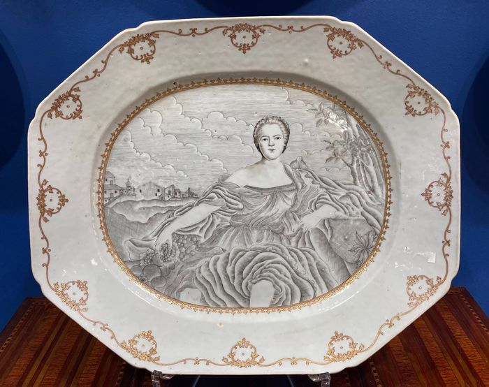 Plate (1) - Famille rose - Porcelain - Marquise Parma portrait subject - China - Qing Dynasty (1644-1911)