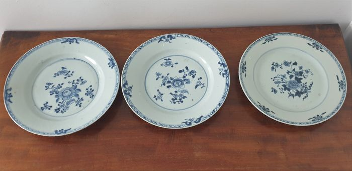 Plate (3) - Blue and white - Porcelain - China - Qianlong (1736-1795)
