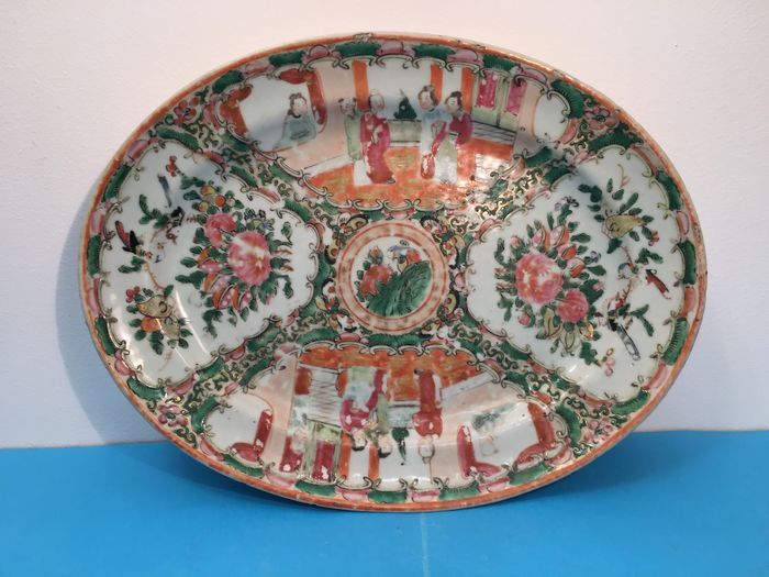 Platter - Canton, Famille rose - Porcelain - China - 19th century