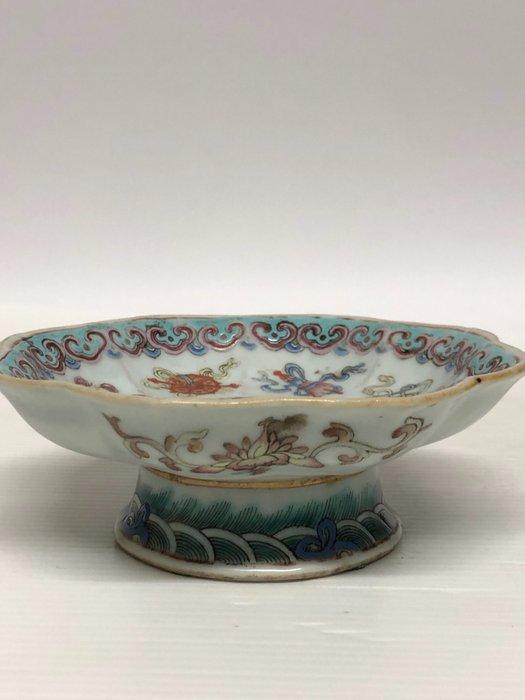 Dish - Porcelain - Eight Buddhist symbols - China - Tongzhi (1862-1874)