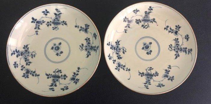 Plates (2) - Porcelain - China - Kangxi (1662-1722)