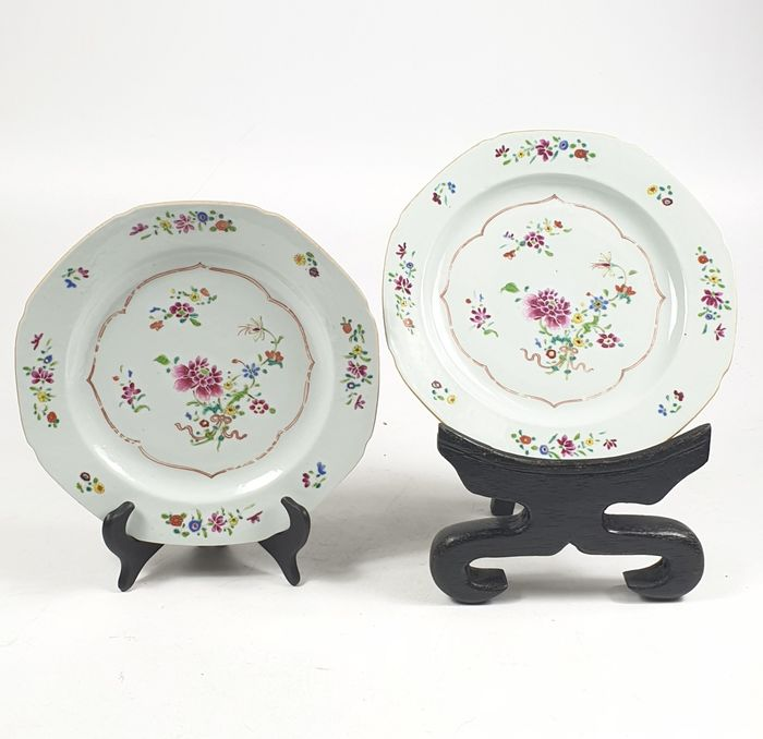 Plates (2) - Famille rose - Porcelain - Flowers - China - Qianlong (1736-1795)