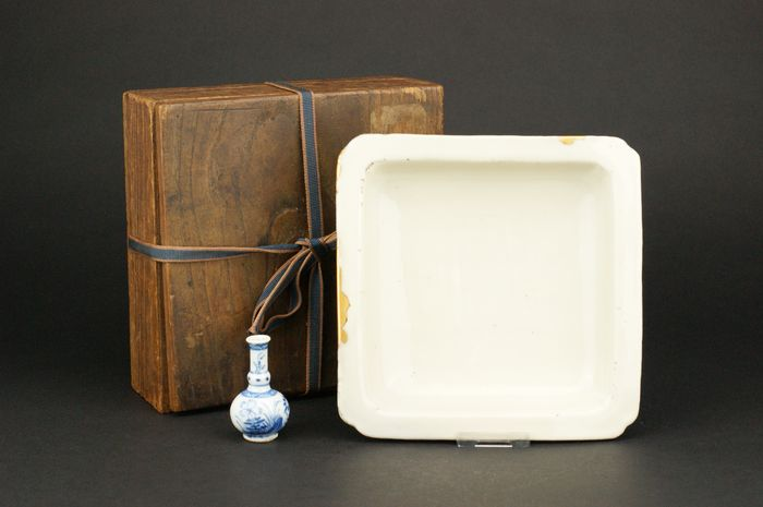 Plate - Blanc de chine, Dehua - Porcelain - *Square 17 cm + Kintsugi* - China - 17th century