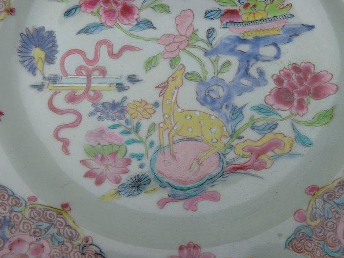 Plate (1) - Famille rose - Porcelain - Deer - Hert op rots en boeken rol - China - 18th century
