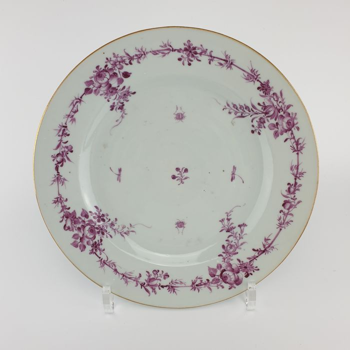 Plate (1) - Famille rose - Porcelain - Flowers, Insects - Wonderful Chinese Famille Rose All Pink Plate, Ø 23,5 cm - China - 18th century