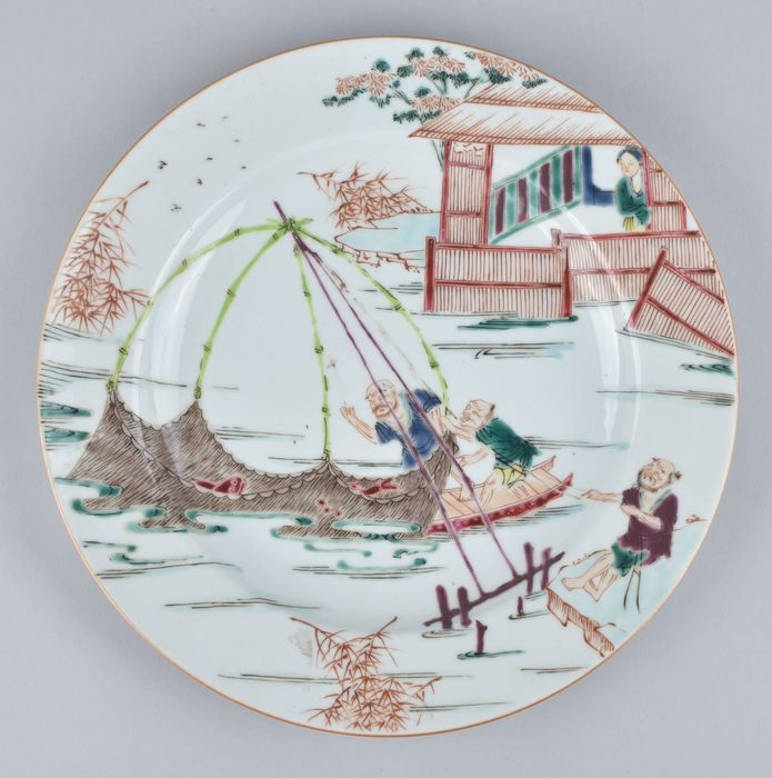 """A CHINESE FAMILLE ROSE """"FISHING"""" PLATE - Porcelain - China - Qing Dynasty (1644-1911)"""
