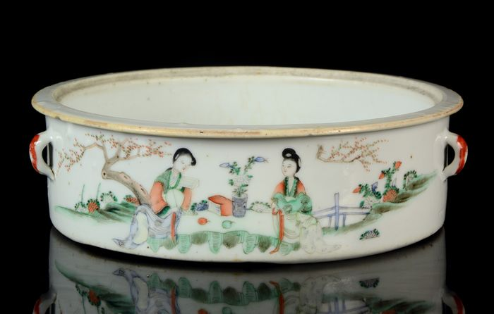 A large Chinese foot container with handles - Famille rose - Porcelain - Calygraphy - NO RESERVE PRICE - China - Tongzhi (1862-1874)