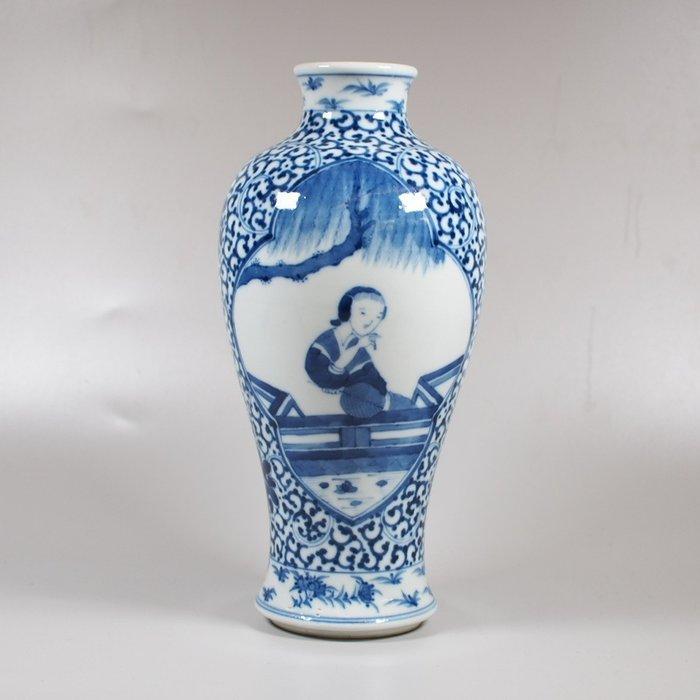 Vase (1) - Porcelain - China - Qing Dynasty (1644-1911)