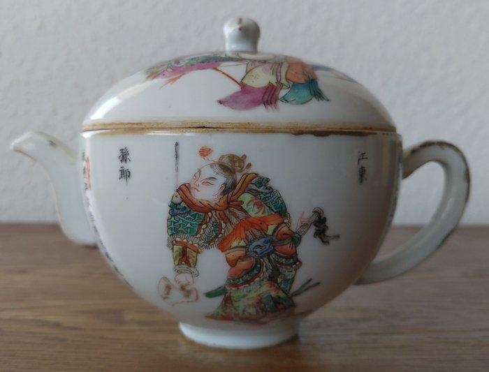 Teapot (1) - Famille rose - Porcelain - Warrior - Chinesische 无双谱 Teekanne Ende des 19. Jahrhunderts - China - Late 19th century