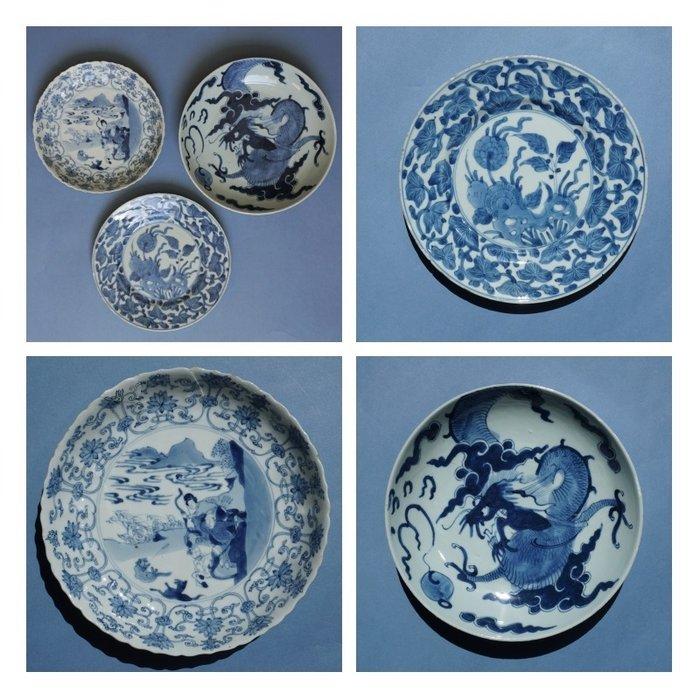 Chinese porcelain plates Kangxi / Yongzheng (3) - Blue and white - Porcelain - Dragon, Flowers, landscape with hunting scene - China - Kangxi (1662-1722)