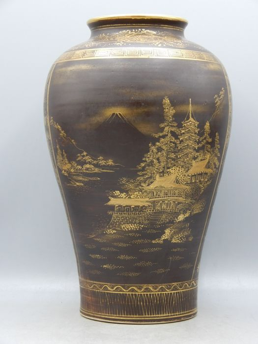 Baluster vase - Satsuma - Ceramic - With mark 'Katō zō' 加藤造 (Made by Kato) - Decorated with large reserves depicting a temple with Mt Fuji in the distance and irises - Japan - Meiji period (1868-1912)