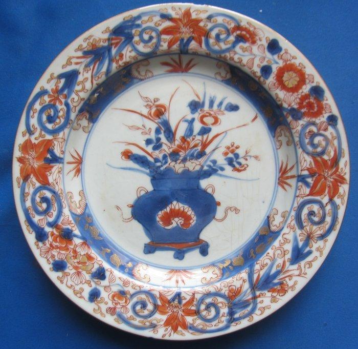 Beautifully painted Imari plate (1) - Imari - Porcelain - China - 18th century