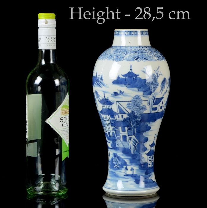 A Chinese baluster vase - Blue and white - Porcelain - Pagoda, trees, islands, dwellings - China - Qianlong (1736-1795)