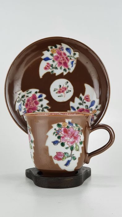 Cup, Saucer, Stand (2) - Porcelain - Batavian tea cup, saucer and wooden stand - China - 18th century
