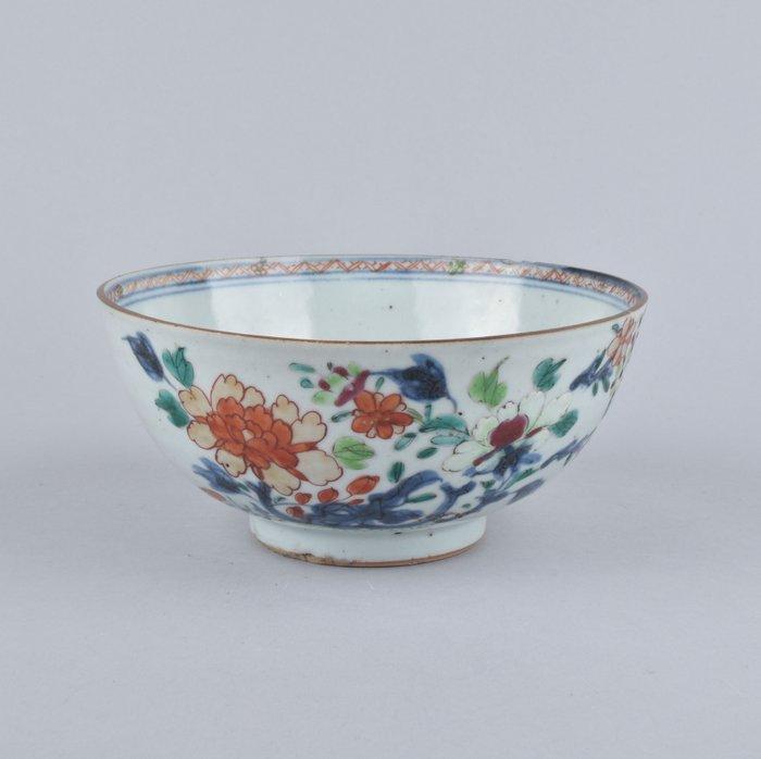 A CHINESE FAMILLE VERTE BOWL - Porcelain - China - Kangxi (1662-1722)