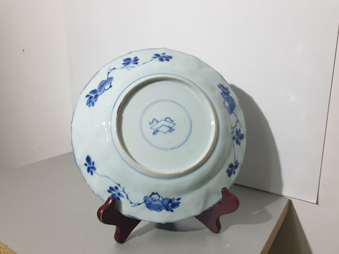Plate (1) - Blue and white, Mille fleur - Porcelain - China - Kangxi (1662-1722)