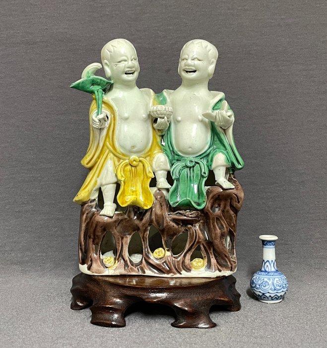 Porcelain group - Sancai - Porcelain - Chinese - Two boys - China - Kangxi (1662-1722)