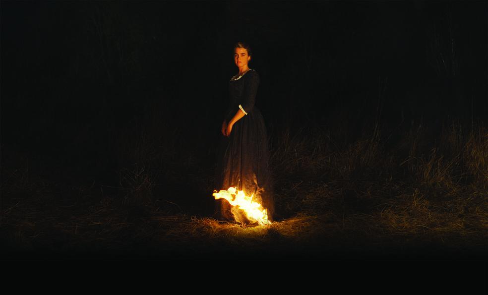 Porträt einer jungen Frau in Flammen mit Adele Haenel