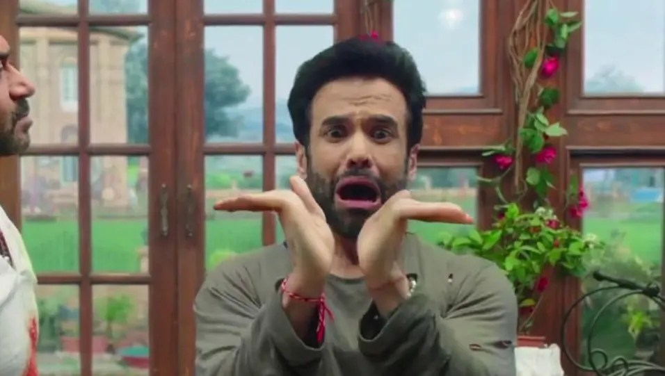 Tusshar Kapoor - Celebrity Style in Golmaal Again, Official Trailer, 2017  from Official Trailer. | Charmboard