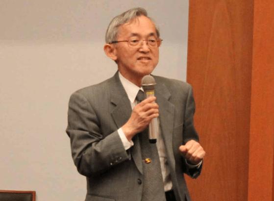 香月教授(2010年: I²CNER)