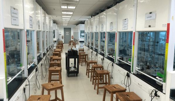 NTUの学生実験室
