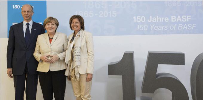 150周年記念イベントにて (左から)BASF取締役会会長クルト・ボック、ドイツ首相アンゲラ・メルケル氏、ラインラント=プファルツ州首相マル・ドライヤー氏