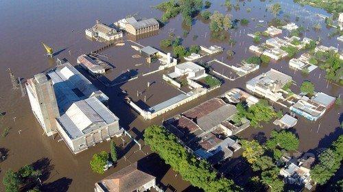 洪水にみまわれたウルグアイの都市(出典:AFP BB News)