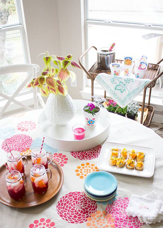 14 Napkins, Placemats, & Tablecloth Projects For Awesome Table Decor