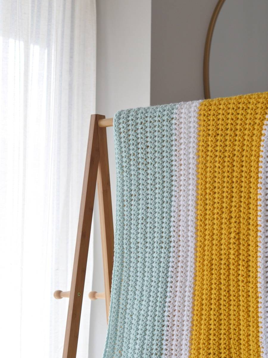 How to crochet this bold, chunky baby blanket