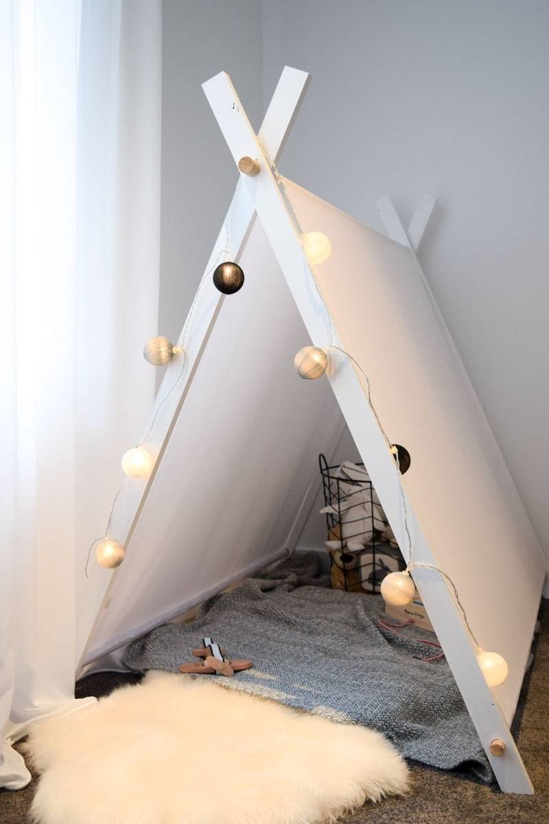 Play tent idea from Style Curator | 75 DIY Kids Decor Ideas