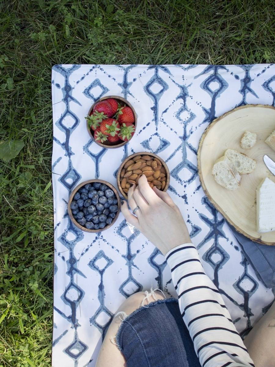 Summer is here! Learn how to make your own picnic blanket.