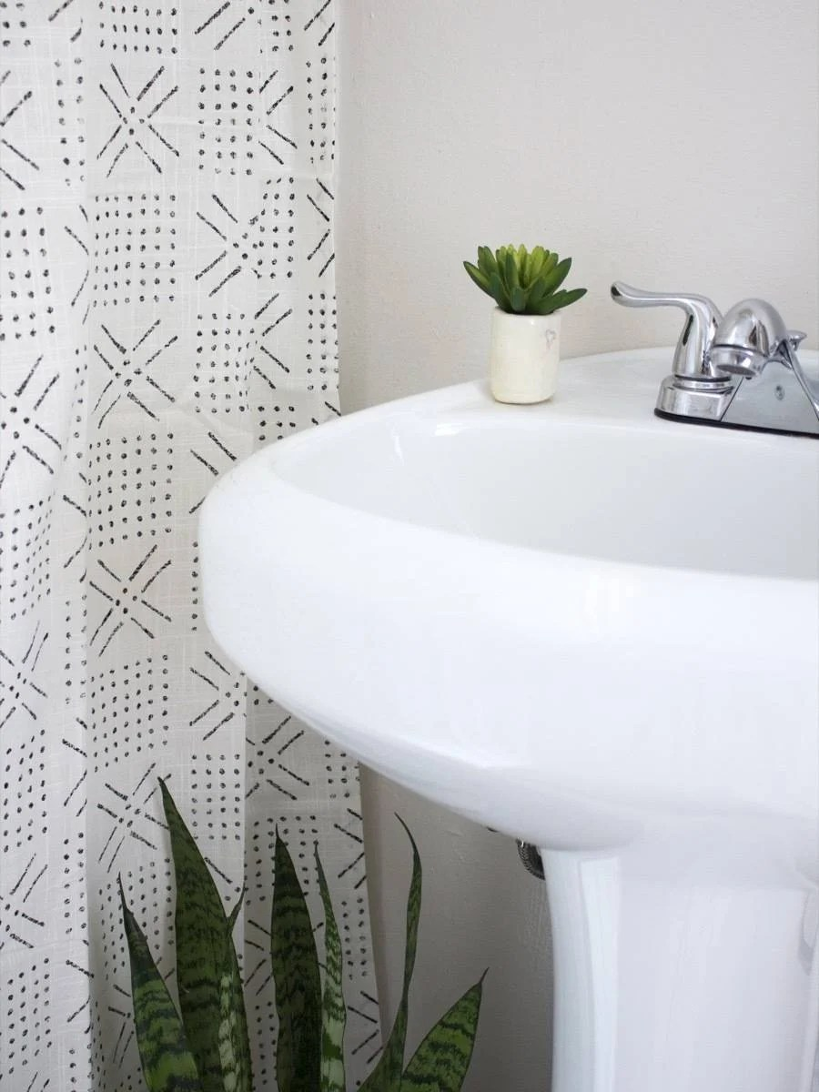 Ugly apartment bathroom solutions: From moldy caulk lines to ugly shower doors, here's one renters take on how to deal with an unsightly restroom.