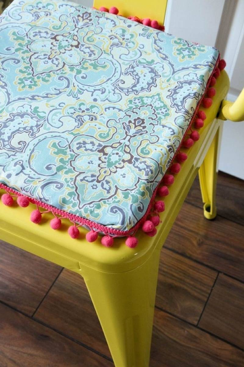 99 ways to use fabric to decorate your home   Chair cushions